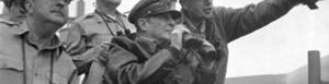 MacArthur mira el bombardeo de Incheon.