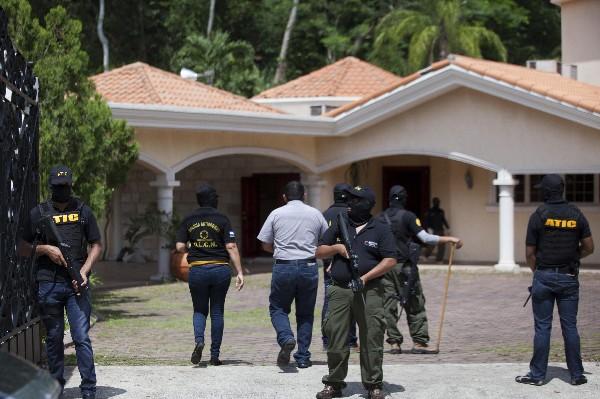 Autoridades hondureñas decomisan la casa de Yankel Rosenthal en San Pedro Sula, Honduras.