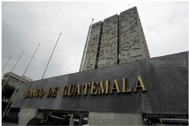 El Banco de Guatemala establece el precio diario del dólar en el mercado. (Foto: Hemeroteca PL)