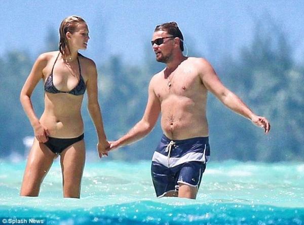 Las bermudas se mantienen como los bañadores más populares. Leonardo DiCaprio lo sabe (Foto Prensa Libre: Hemeroteca PL).