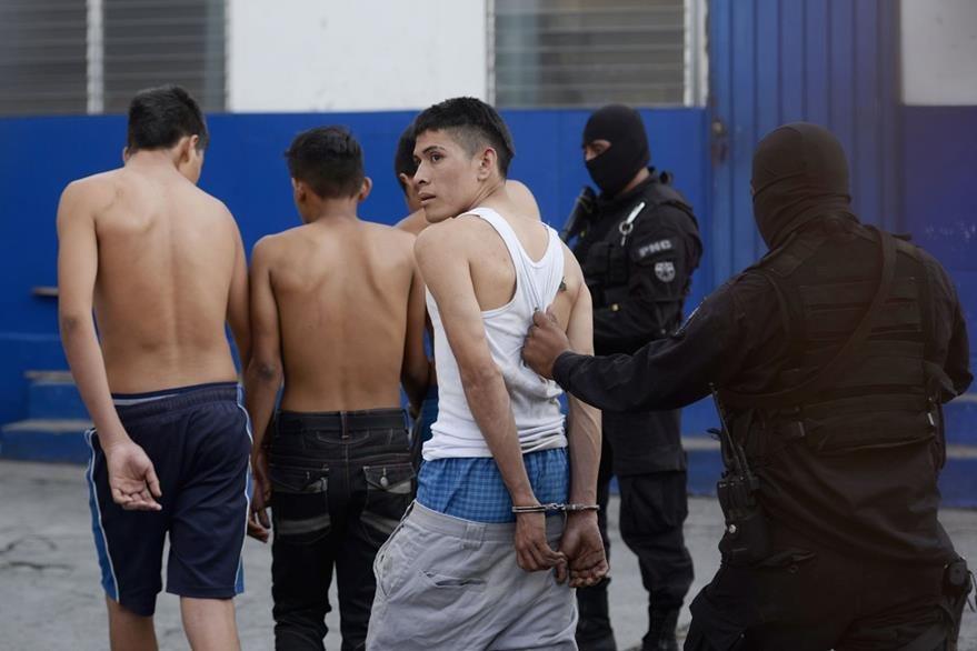 Autoridades salvadoreñas aseguran que las pandillas son las causantes de la mayor parte de hechos violentos en el país. (Foto Prensa Libre: AFP9.