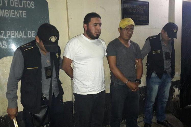 Capturados por contrabando. (Foto Prensa Libre: PNC)