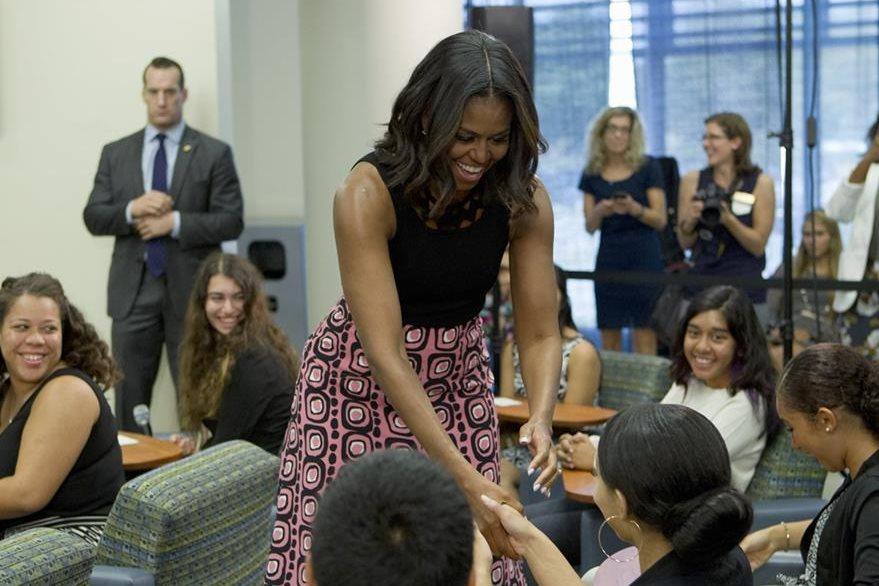 Las faldas en línea A, forman parte de algunos atuendo de Michelle Obama. (Foto Prensa Libre: AFP).