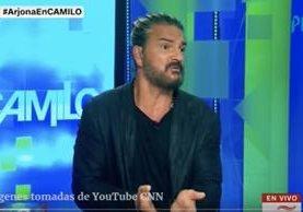 Ricardo Arjona discute con Camilo Egaña durante una entrevista para CNN en Español. (Foto Prensa Libre:HemerotecaPL)