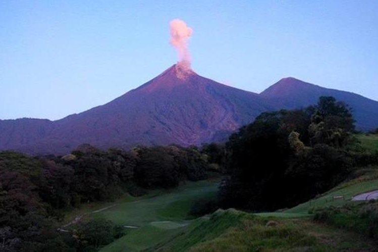 Volcán de Fuego aumenta actividad eruptiva. (Foto Prensa Libre: Conred)
