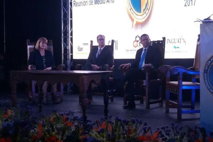 El presidente Jimmy Morales participó en la inauguración de la reunión de la SIP en La Antigua Guatemala. Foto Prensa Libre: Renato Melgar.
