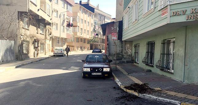 Evidencias en el lugar donde un turco fue atacado por el vecindario.