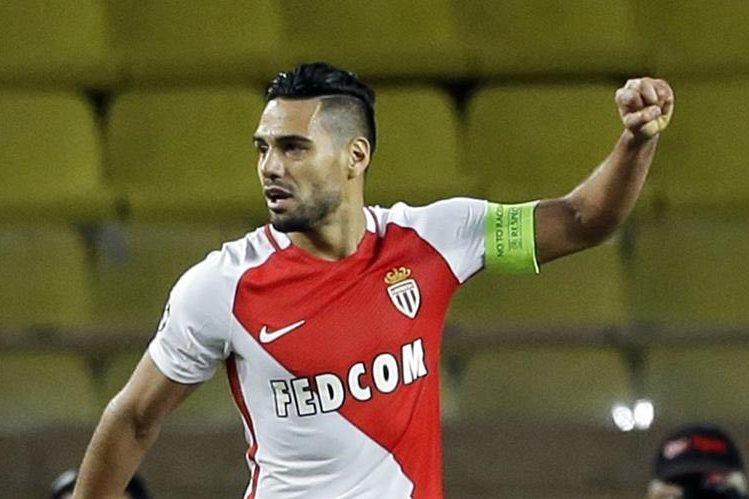El colombiano Radamel Falcao, que vuelve a brillar con el Mónaco después de dos temporadas para olvidar en Inglaterra. (Foto Prensa Libre: AFP)