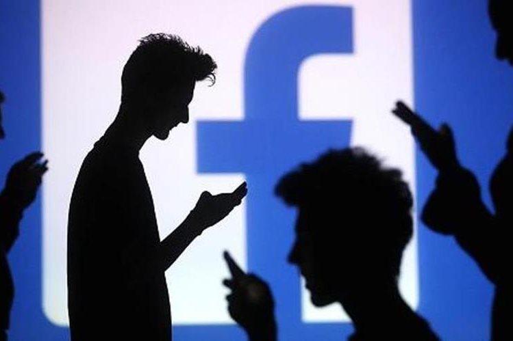 Facebook es la red social que se ha convertido en una especie de depósito en constante movimiento. (Foto Prensa Libre: Hemerotca PL)