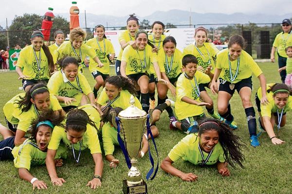 El equipo de Unifut-Rosal es el actual campeón del futbol nacional femenino. (Foto Prensa Libre: Hemeroteca PL)