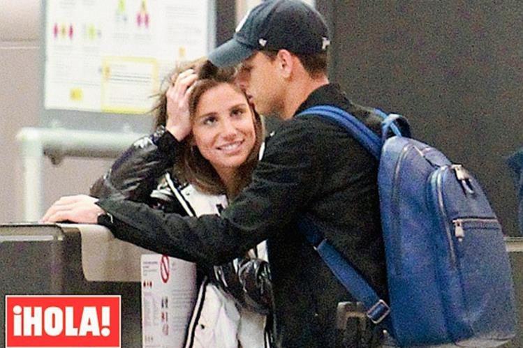 Villalón y Hernández fueron captados en el aeropuerto de Madrid. (Foto Prensa Libre: Hola)