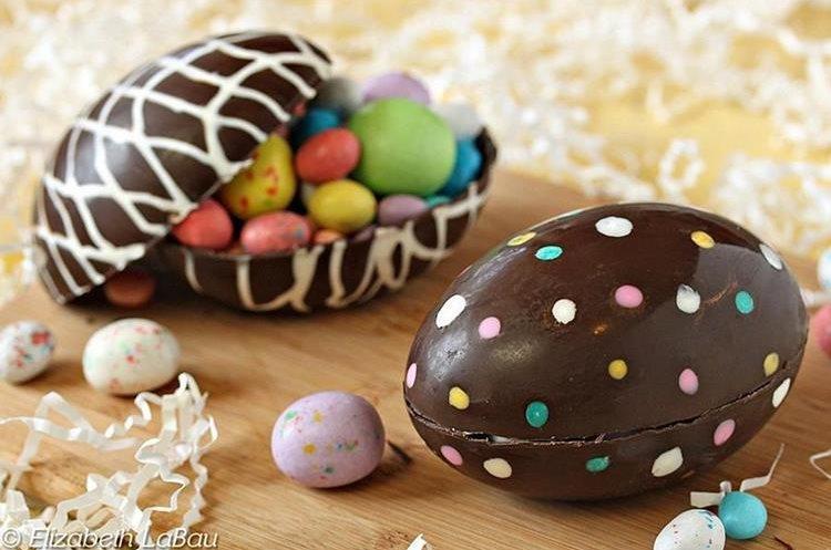 Los huevos de pascua se elaboran con chocolate y generalmente se rellenan de algún otro dulce. Usualmente los niños los decoran. (Foto Prensa Libre: Elizabeth LaBau).