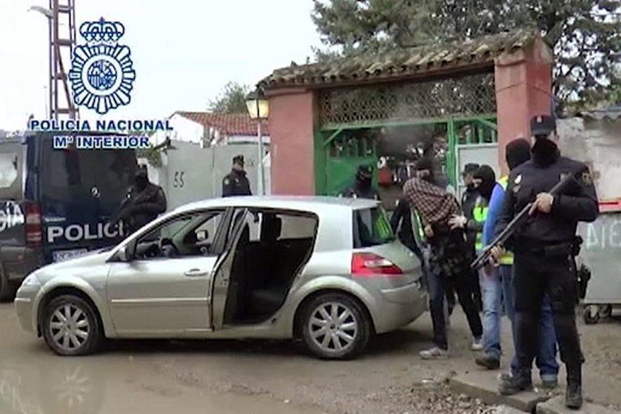 """Una de las detenciones ocurrió en el  poblado chabolista de la Cañada Real, conocido como el """"supermercado"""" de la droga. (Foto Prensa Libre: EFE)."""