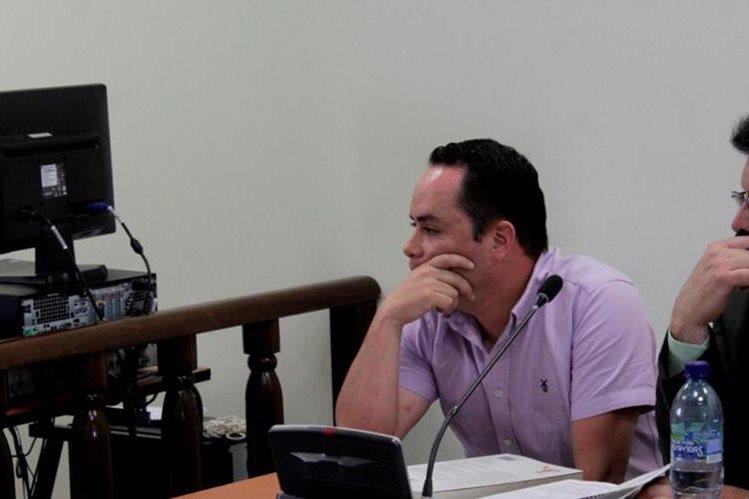 German Jes Reina, exconcejal de Xela, escucha la decisión del tribunal de Xela. (Foto Prensa Libre: María José Longo).