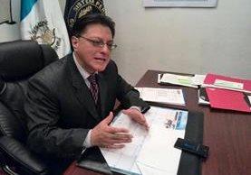 Alexander Toro Maldonado, director del SP, indicó que presentó las denuncias al Ministerio Público sobre estas visitas ilegales. (Foto: Prensa Libre: Estuardo Paredes)