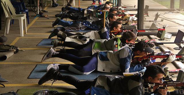 La competencia de rifle 3 posiciones es una de las más exigente del tiro por el tiempo de duración. (Foto Cog).