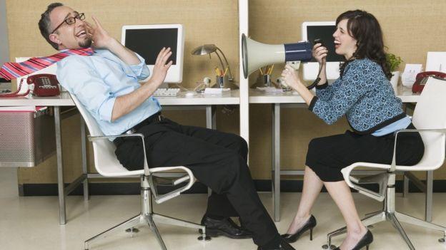 El ambiente en muchas oficinas de plan abierto puede llegar a ser muy ruidoso. (Foto, Thinkstock)