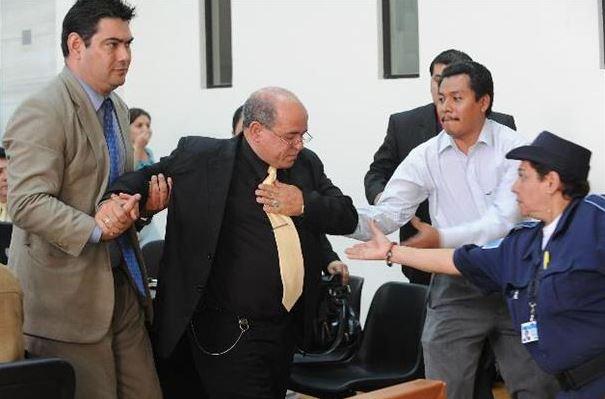 En octubre de 2010, Sanler sufrió un ataque y tuvo que ser auxiliado. (Foto Prensa Libre: Tomada de El Diario de Hoy)