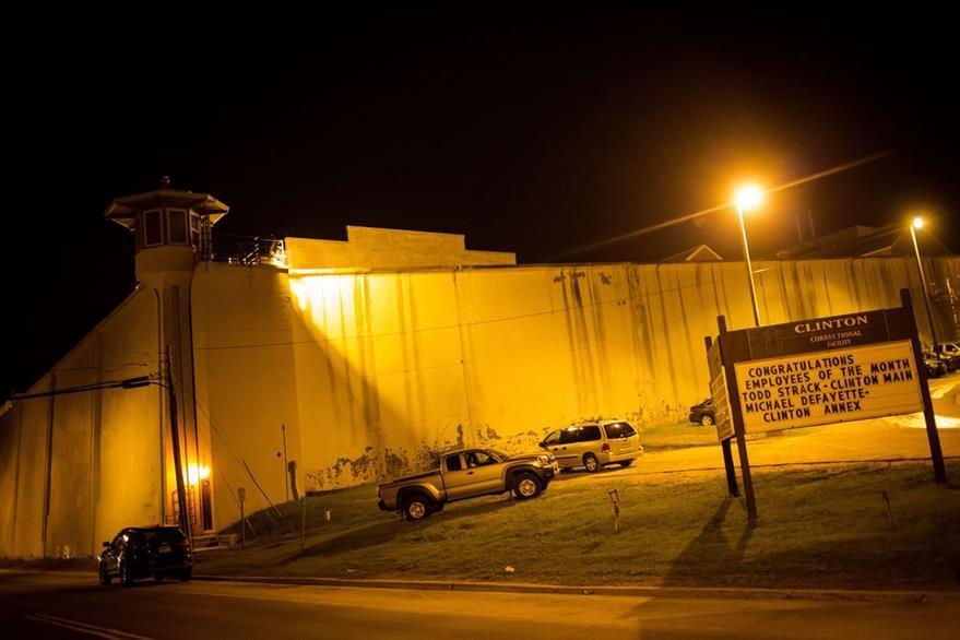 Vista del exterior del correccional Clinton en Dannemora, New York, de donde se fugaron los dos reos peligrosos el fin de semana pasado. (Foto Prensa Libre: AFP).