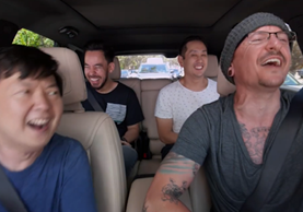 Chester Bennington junto a Ken Jeong, Mike Shinoda y Joe Hahn, en el Carpool Karaoke (Foto Prensa Libre: Linkin Park).