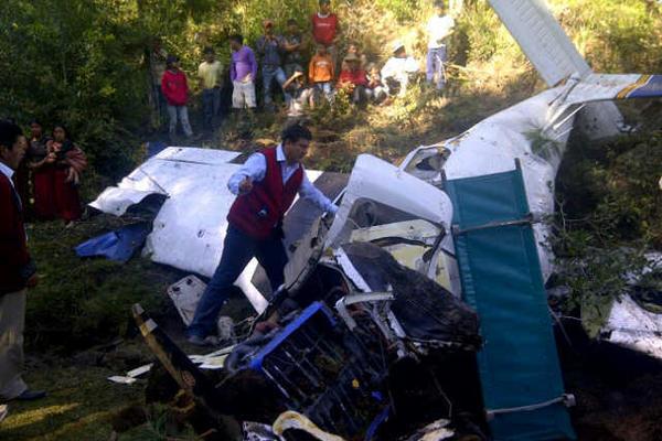 <p>Las fotos del accidente aéreo son cortesía del jefe de bancada Valentín Gramajo.</p>