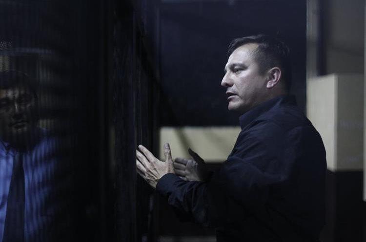Byron Manuel Santos Galindo, abogado de Marixa Lemus Pérez alias La Patrona, capturado en relación a la fuga de su clienta, desde la carceleta de la Torre de Tribunales  (Foto Prensa Libre: Paulo Raquec)