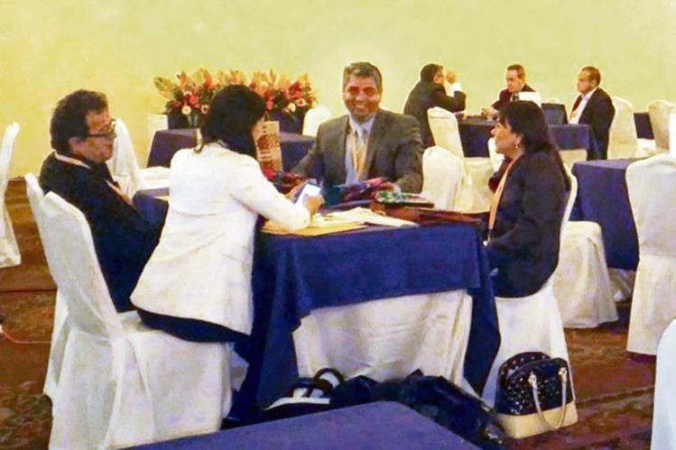 empresarios llevaron a cabo un primer encuentro para establecer enlaces comerciales.
