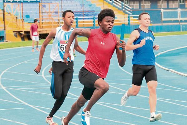 Los Juveniles buscaron un lugar en la Selección de Atletismo que participará en El Salvador. (Foto Prensa Libre: Norvin Mendoza)
