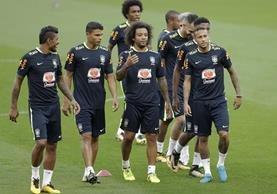 Los jugadores de la selección de Brasil durante el entrenamiento en Porto Alegre. (Foto Prensa Libre: AP)