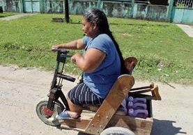 Claudia Tzin es la encargada de la Oficina Municipal de Discapacidad de Poptún, Petén. (Foto Prensa Libre: Rigoberto Escobar)