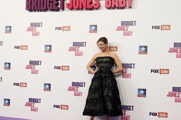 La actriz Renée Zellweger posa a su llegada al estreno de su película Bridget Jones'Baby. (Foto Prensa Libre: EFE)