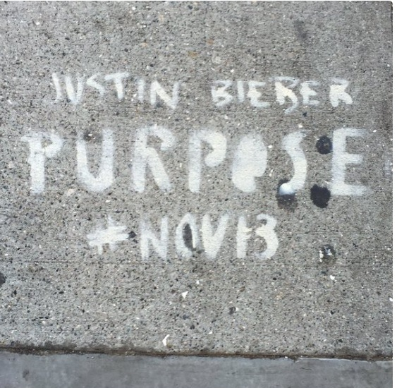 Las calles de San Francisco fueron pintadas con  grafiti para promocionar el álbum Purpose. (Foto Prensa Libre:sfcityattorney.org)