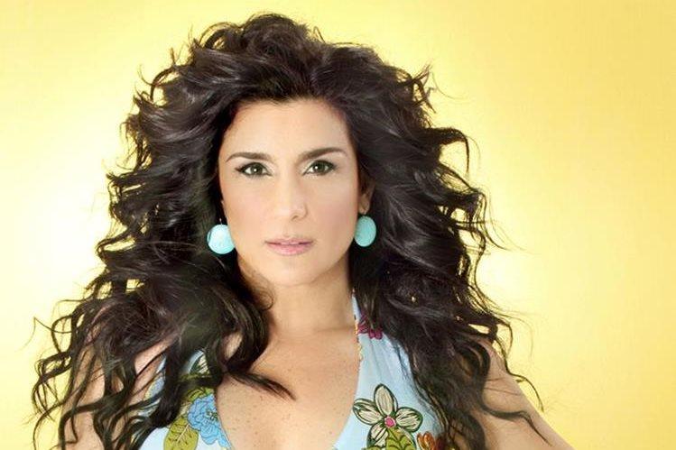 La cantante y actriz dice que apoya totalmente a su hija en este proceso de transición.