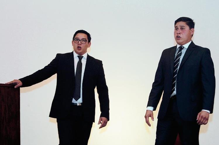 El tenor Andrés Marroquín canta junto al barítono Juan José Castellón. Foto Prensa Libre: Edwin Castro