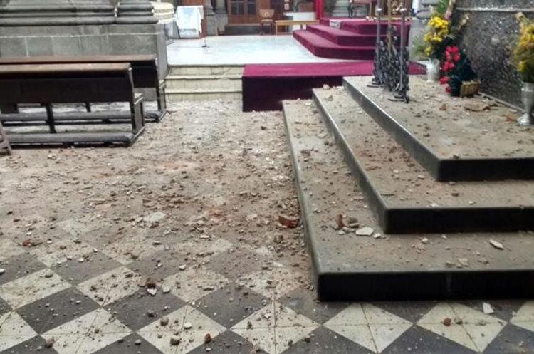 Daños en la Catedral de los Altos, en Quetzaltenango,  por el temblor de este 14 de junio del 2017. (Foto Prensa Libre: Carlos Ventura)
