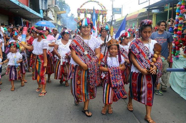 En la ceremonia participaron reinas indígenas de San Sebastián y Retalhuleu. (Foto Prensa Libre: Rolando Miranda)