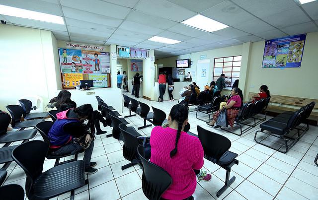 En el Centro de Atención Permanente de Fraijanes ya atienden con especialidades. (Foto Prensa Libre: Presidencia)