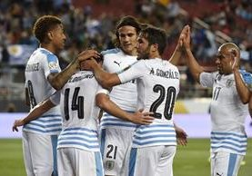 Uruguay consiguió el triunfo en el cierre del grupo C frnete a Jamaica. (Foto Prensa Libre: EFE)