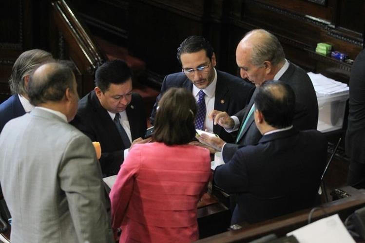 Diputados afinan detalles para la aprobación del Código de Migración. (Foto Prensa Libre: Esbin García)