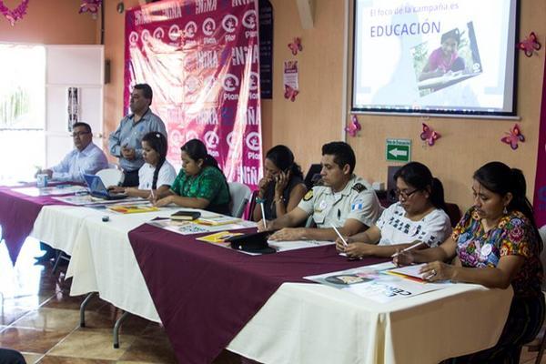 <p>Líderes de varias organizaciones informan sobre la cantidad de casos de  abuso sexual en niñas y niños, en foro efectuado en Salamá, Baja  Verapaz. (Foto Prensa Libre: Carlos Grave).</p>