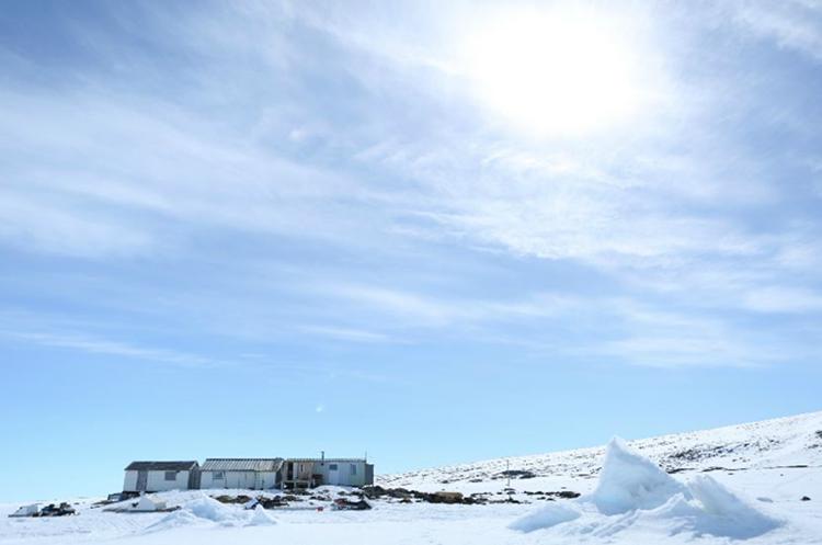 La aldea está justo encima del círculo polar ártico. QAJAAQ ELLSWORTH