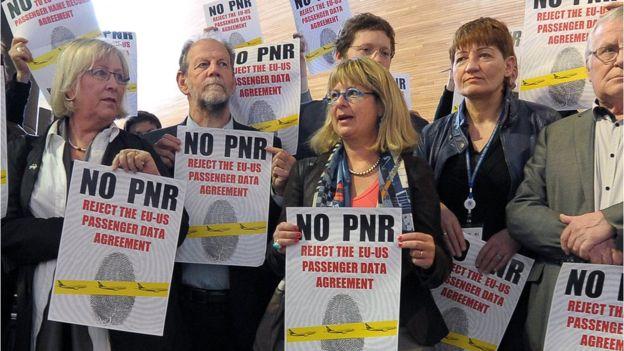 Un acuerdo de 2012 entre Estados Unidos y Europa suscitó gran polémica y protestas en la sede del Parlamento Europeo en Estrasburgo, Francia. (GETTY IMAGES)