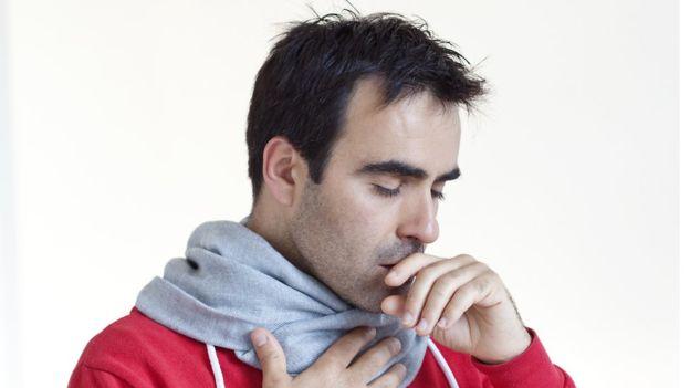 La gente tiene muy baja conciencia de que una tos persistente puede ser indicio de cáncer de pulmón. (Getty Images)