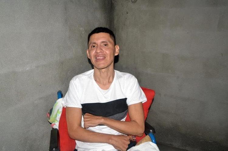 Waldo Edson Salguero León tiene la esperanza de un futuro mejor. (Foto Prensa Libre: Dony Stewart).