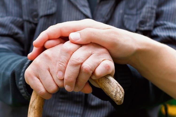 El apoyo familiar es un pilar fundamental para mejorar la calidad de vida del paciente con párkinson.
