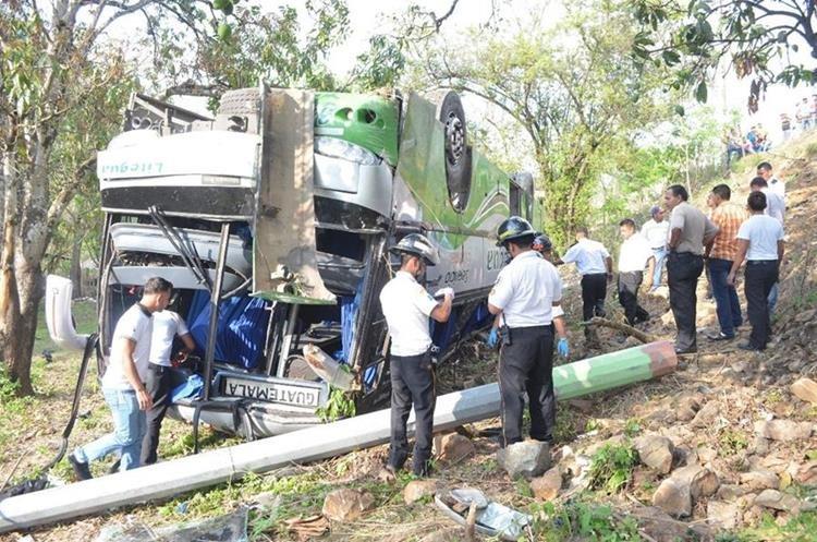 Socorristas trasladaron a 20 heridos a diferentes centros asitencial en la capital. (Foto Prensa Libre. Cortesía BV)
