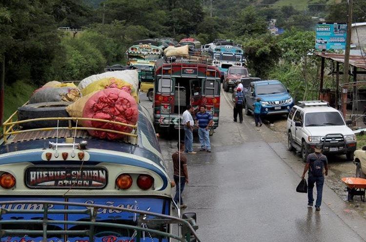 Caos vehicular en Huehuetenango. (Foto Prensa Libre: Mike Castilo)