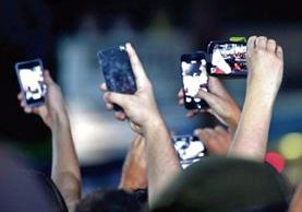 La tecnología tiene efectos sobre la comunicación íntima y entre personas, aseguran analistas de redes sociales.