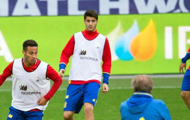 Álvaro Morata, al centro, asegura que le gustaría volver a jugar en el Real Madrid. (Foto Prensa Libre: EFE).