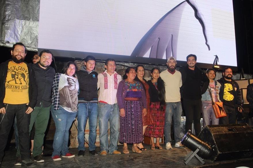 El equipo de producción de Ixcanul celebró los reconocimientos que ganó la película. (Foto Prensa Libre: Miguel López)